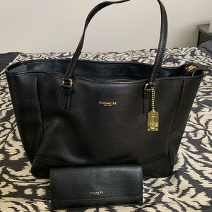 Coach tote purse with matching wallet